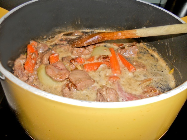 Meat, Veg and ale in Cooker