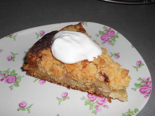 Rhubarb Cake with Cream